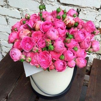 Пионовидные розы в коробке